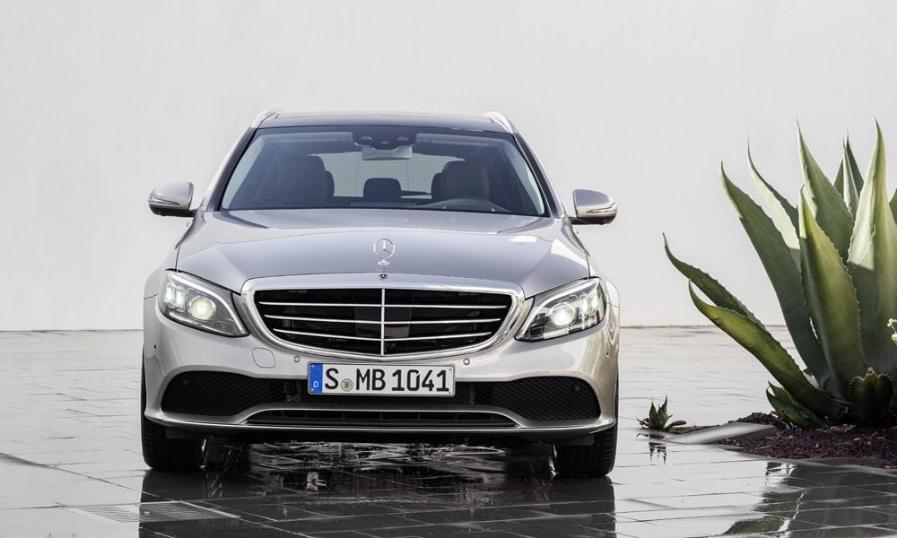 Mercedes klasy C limuzyna