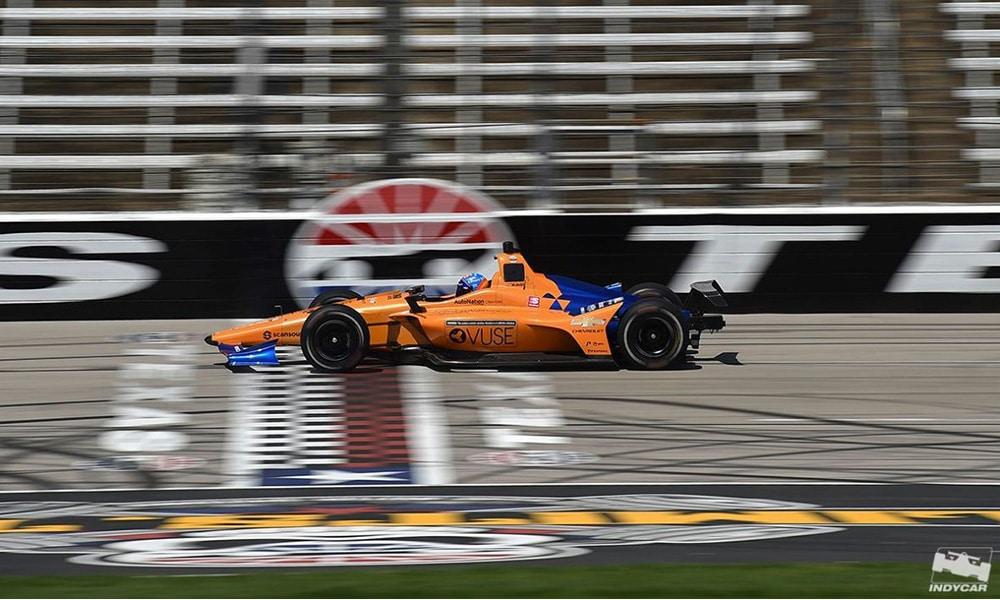 Fernando Alonso podczas testu na torze Texas Motor Speedway IndyCar