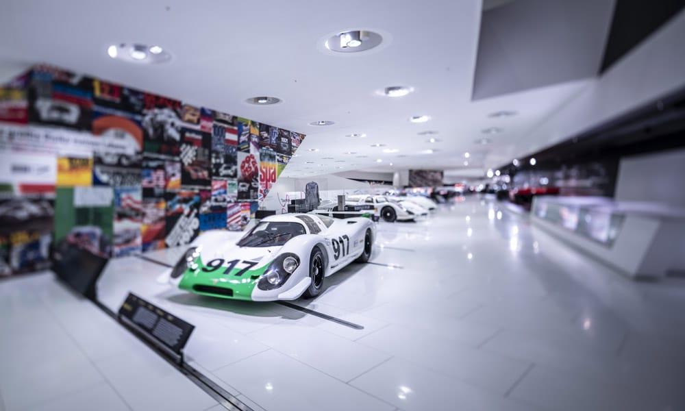 """Wystawa """"50 lat Porsche 917 – kolory prędkości"""""""
