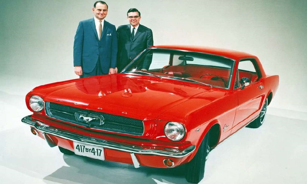 Lee Iacocca przy Mustangu