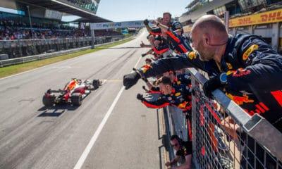 Max Verstappen - GP Austrii 2019 - radość zespołu Red Bulla
