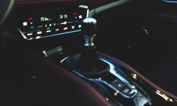 Honda HR-V Sport 2019 drążek zmiany biegów i klima