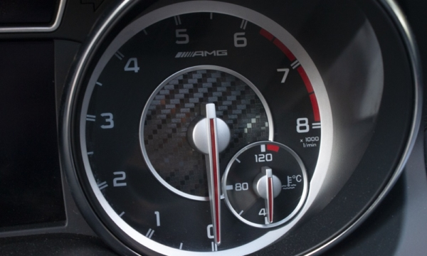 Mercedes CLA 45 AMG - obrotomierz