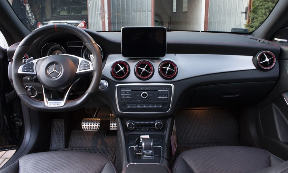 Mercedes CLA 45 AMG - wnętrze