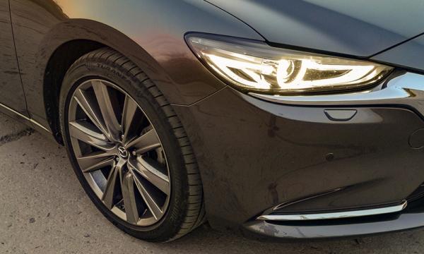 Mazda 6 reflektor przód