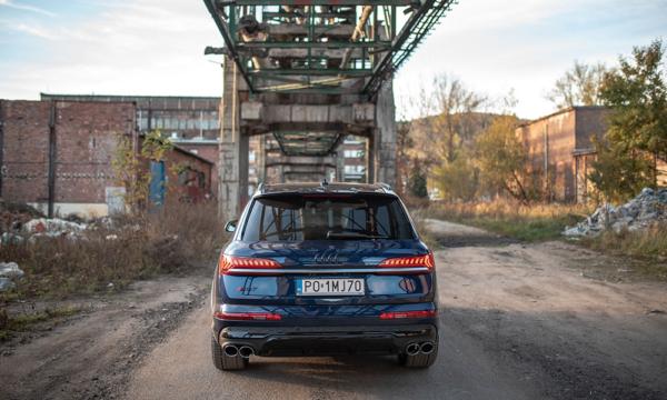 Audi Q7 tył 2