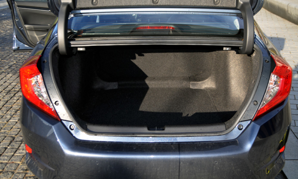 Honda Civic Sedan 2019 bagażnik