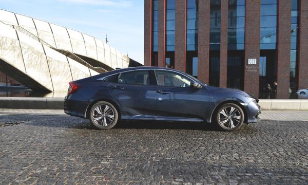 Honda Civic Sedan 2019 bok
