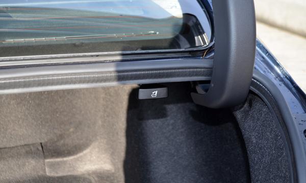 Honda Civic Sedan 2019 przycisk od kanapy
