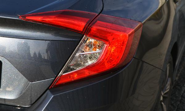 Honda Civic Sedan 2019 tylna lampa