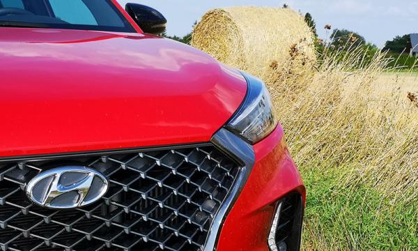 Hyundai Tucson N-Line 2019 reflektor i znaczek