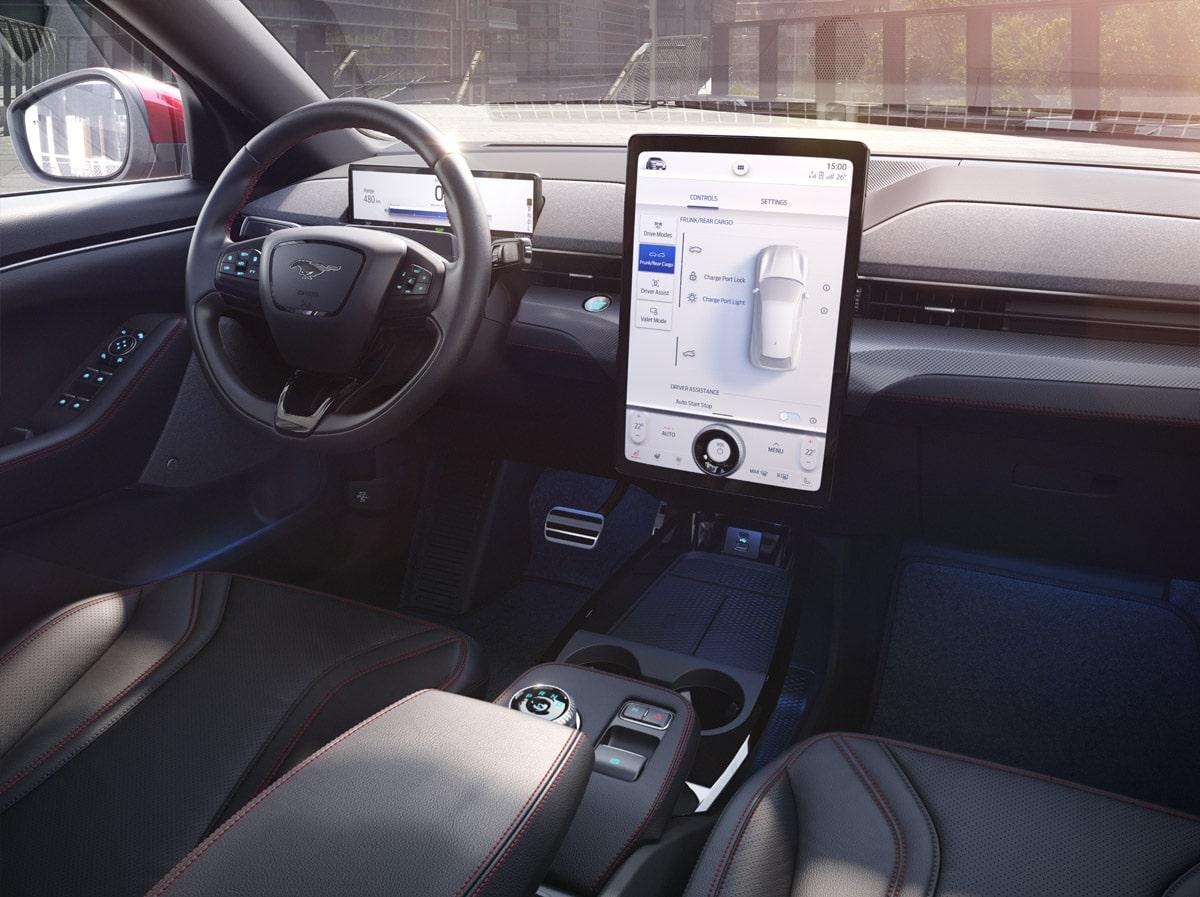 Ford Mustang Mach-E (2020) - wnętrze