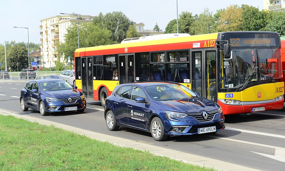 zdarzenie drogowe Renault badania