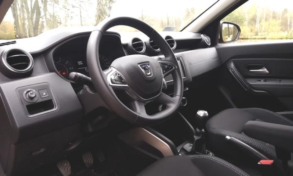Dacia Duster wnętrze 1