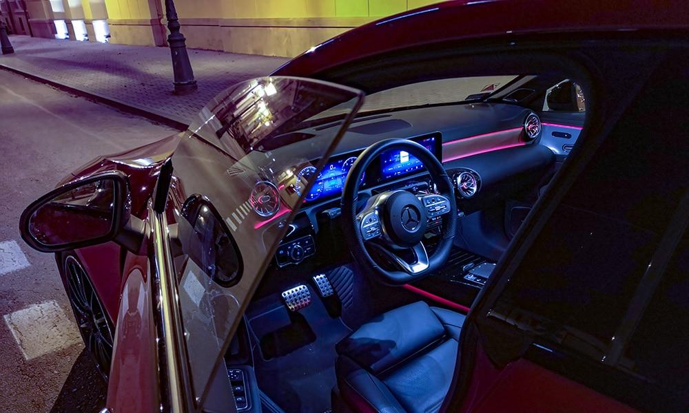 Mercedes CLA 220 noc wnętrze