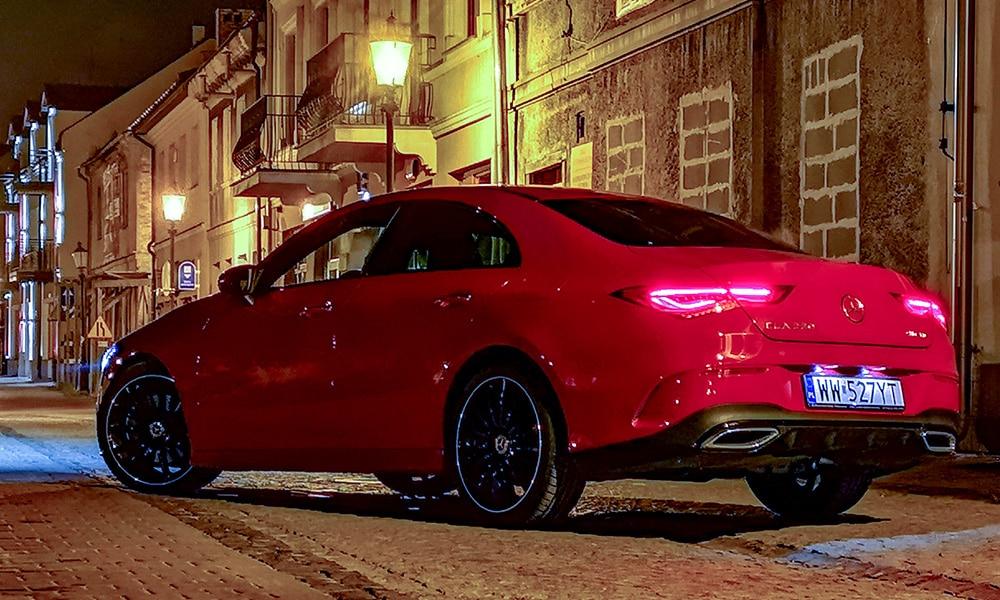 Mercedes CLA 220 tył noc 1