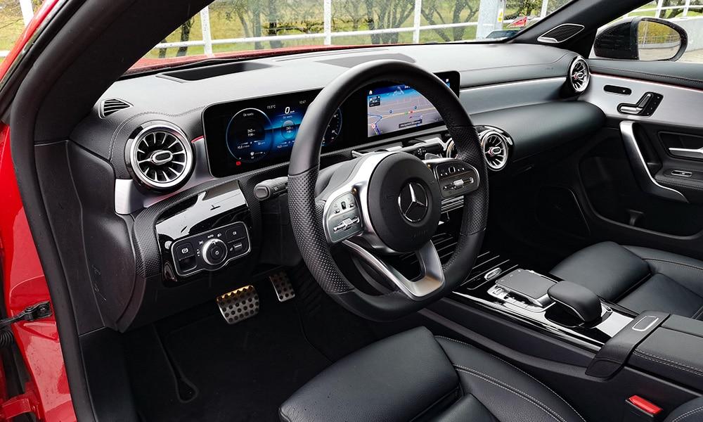Mercedes CLA 220 wnętrze 3
