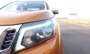 Nissan Navara przód reflektor