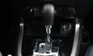 Nissan Navara skrzynia drążek