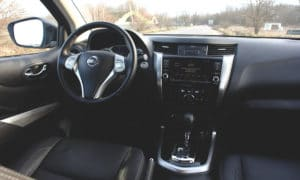 Nissan Navara wnętrze 1