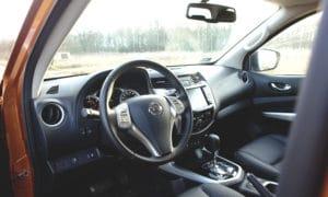 Nissan Navara wnętrze 2