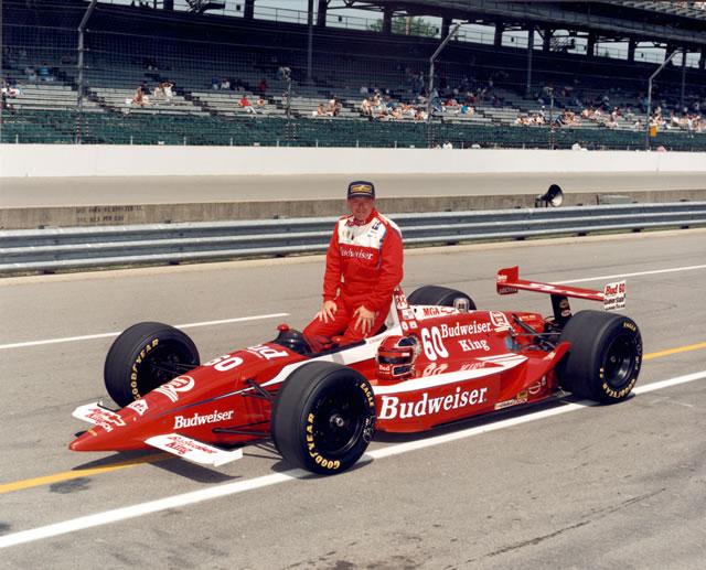 Al Unser pozuje do tradycyjnego zdjęcia przed Indianapolis 500, 1993 r.