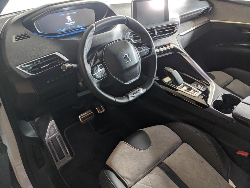peugeot 3008 hybrid4 wnętrze