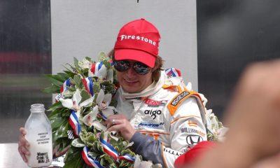 Dan Wheldon celebrujący ostatnią wygraną