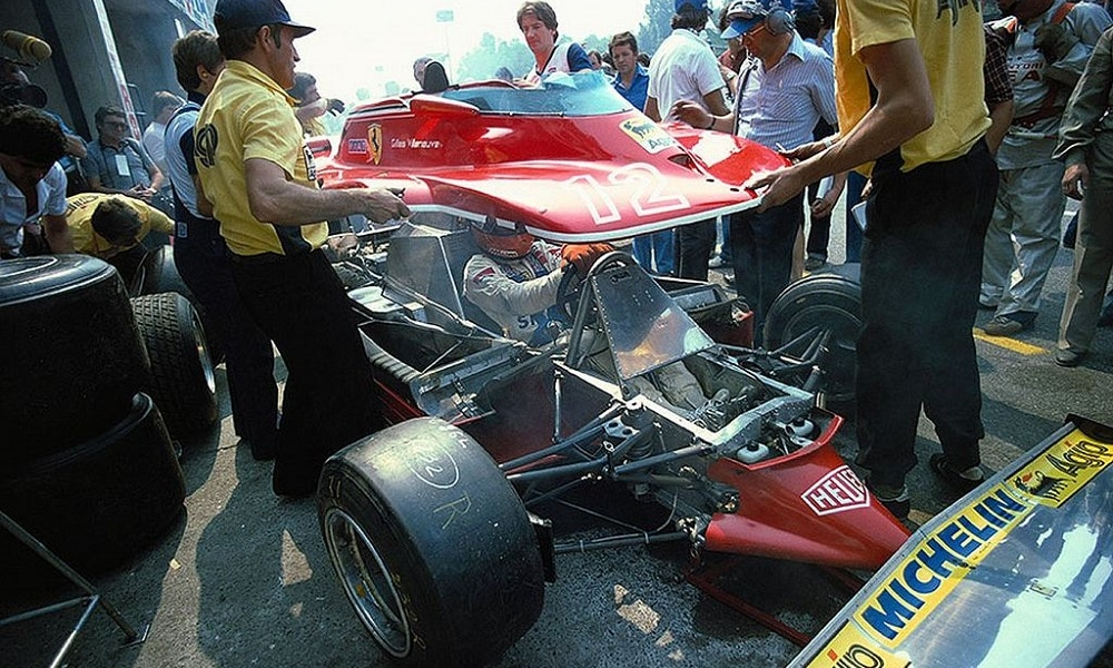 Mechanicy Gillesa składają jego auto