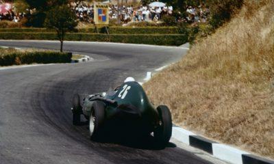 Moss jadący po wygraną Pescara 1957 w wyścigu Pescara 1957