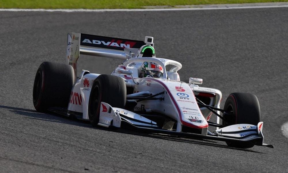 Były kierowca GP3 mknie po podium