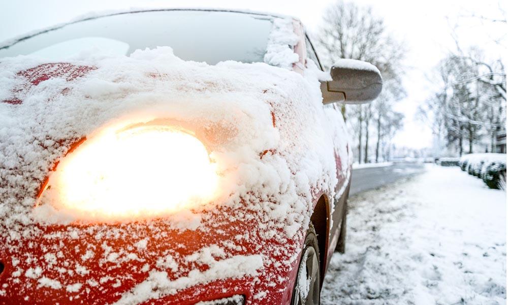 jak odśnieżyć samochód odśnieżanie samochodu