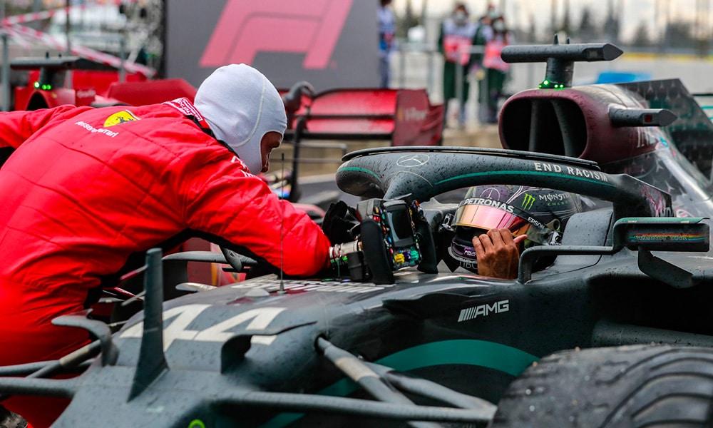 kłopoty z oponami Lewis Hamilton o rozmowach z Ferrari