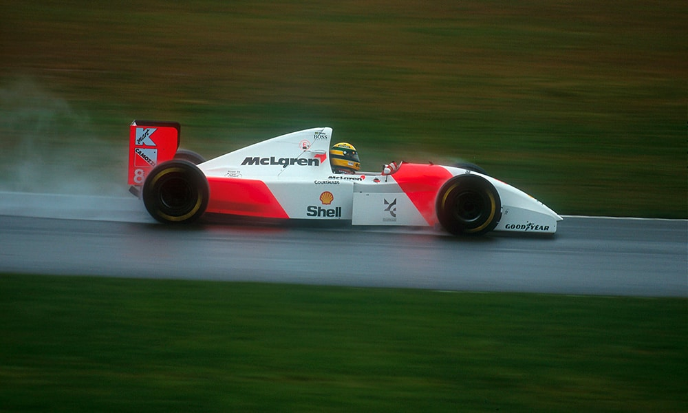 Sebastian Vettel ma bolid Ayrton Senna McLaren Donington 1993