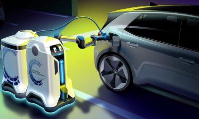 roboty ładujące auta elektryczne