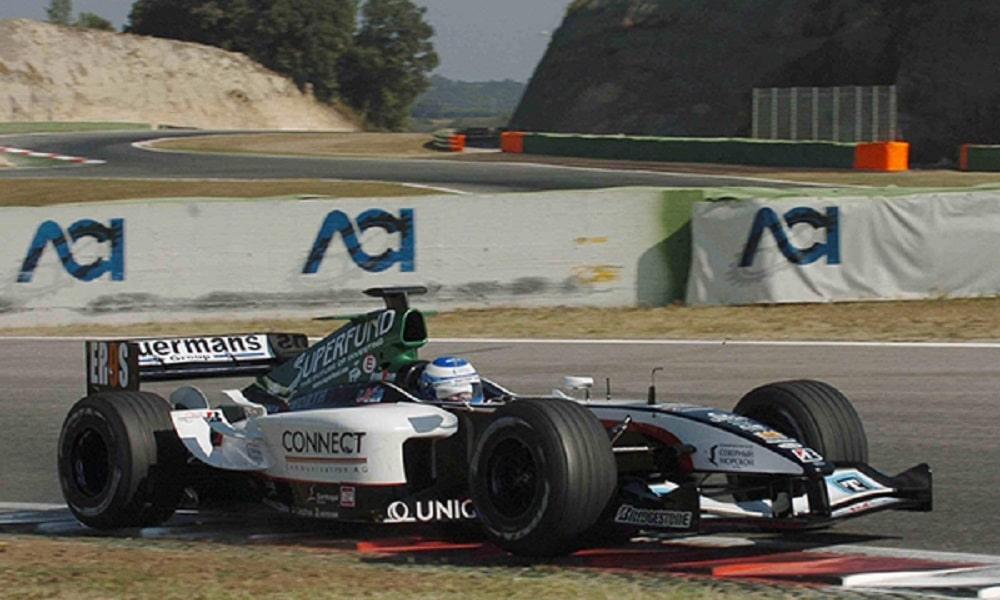 Siergiej Złobin w bolidzie Minardi