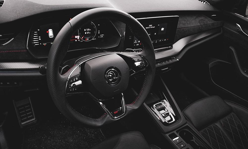 Skoda Octavia RS Combi 2021 wnętrze