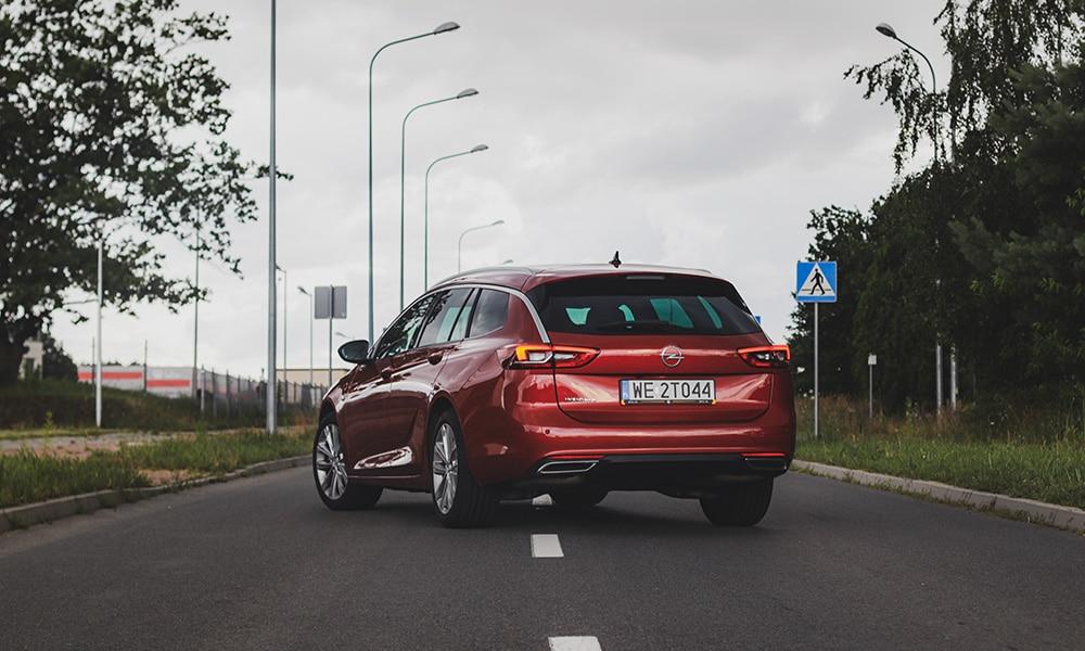 Opel Insignia Sports Tourer z tyłu