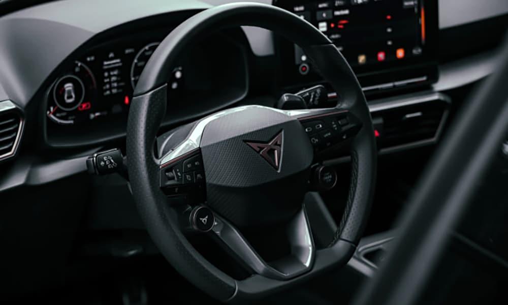 środek Cupra Leon Hatchback 2021